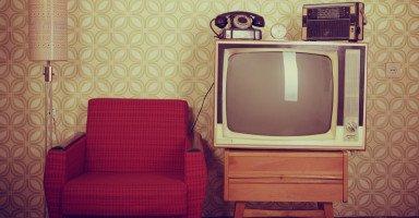 توقفت عن الخروج من المنزل ومشاهدة التلفاز حتى لا اتألم