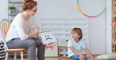 عمر ابني 5 سنوات ولا يتكلم، فما الحل؟