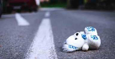 كيف سأكمل حياتي مع شخص تركني في منتصف الطريق ولم يبالي لأمري؟