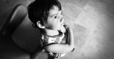 ابني عنيف يضرب أخيه الصغير وأولاد أصدقائنا
