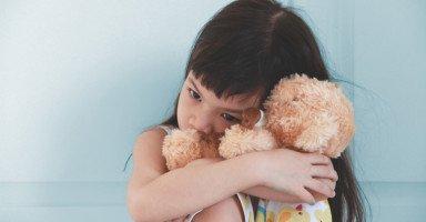 ابنتي لا تتكلم وكل ما أحاول معها لا تستجيب وترفض التعليم