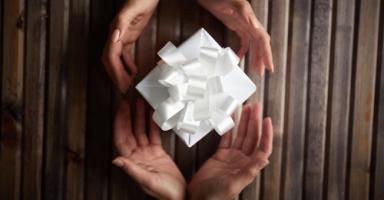 لماذا لا نعلم أبناءنا ثقافة الأخذ والعطاء؟