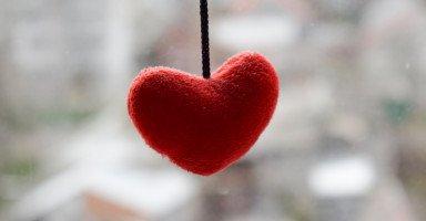 زوجي تغير بعد حب وتعلق شديد واكتشفت خيانته