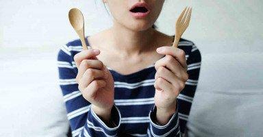 زوجي خدعني وتركني بالجوع والعطش طوال عامين