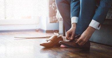 لأني لا أخلع له حذاءه يريد أن يتزوج الثانية!