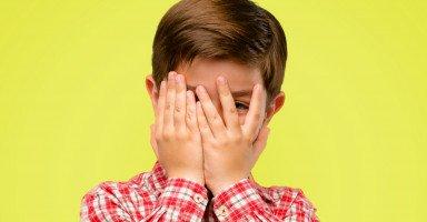 ابني مهذب ويحب الهدوء والإنضباط ويتعرض للتنمر من أصدقائه