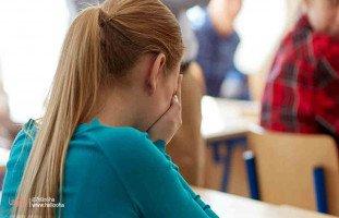 كيف أساعد طالبتي التي وقعت ضحية لأم مهملة وأب هارب