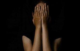 أصابني حالة نفسية بعد رؤية جثة أمي ولا أستطع نسيان ما حصل
