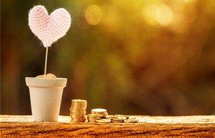 أمي قلبت حياتي إلى جحيم بسبب عشقها للمال