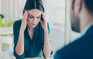 مشاكل العمل دمرت صحتي ونفسيتي وخائفة من قرار الاستقالة