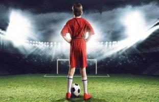 ابني يحب كرة القدم لدرجة الهوس