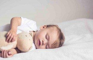 ابنتي الرضيعة لا تنام إلا بحضني