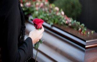 حلمت أني أنتظر جنازة والدي في المنام