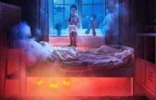 طفلتي تسهر ليلاً لتلمس جسدي فكيف أعاقبها
