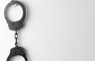 زوجي مهدد بالسجن فهل أنفصل عنه؟