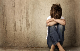 كيف أعيد الثقة بالنفس لطفلي بعد أن مارس الجنس مع ولد مثله