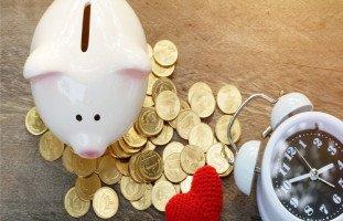 هل مقياس السعادة بالمال والخدم؟