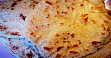 طريقة عمل الخبز العربي في البيت من غير فرن