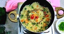 صورة طبخ الأرز الصيني المقلي بدون بيض