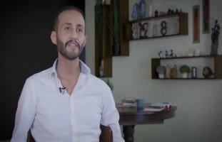 """""""أمي سبب شفائي من السرطان"""" أحمد برغوثي يروي بطولة أمِّه بمواجهة السرطان"""